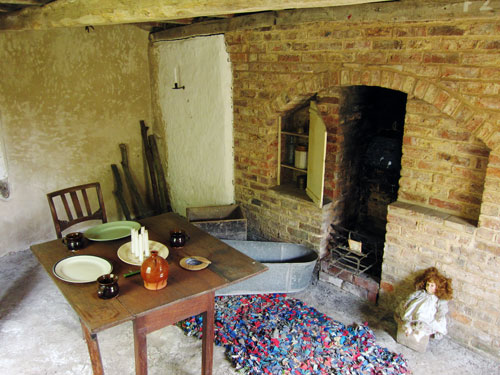 room-in-cottage-(copy)